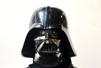Subastan casco de Darth Vader entre tesoros de Hollywood valorados en USD 10 millones