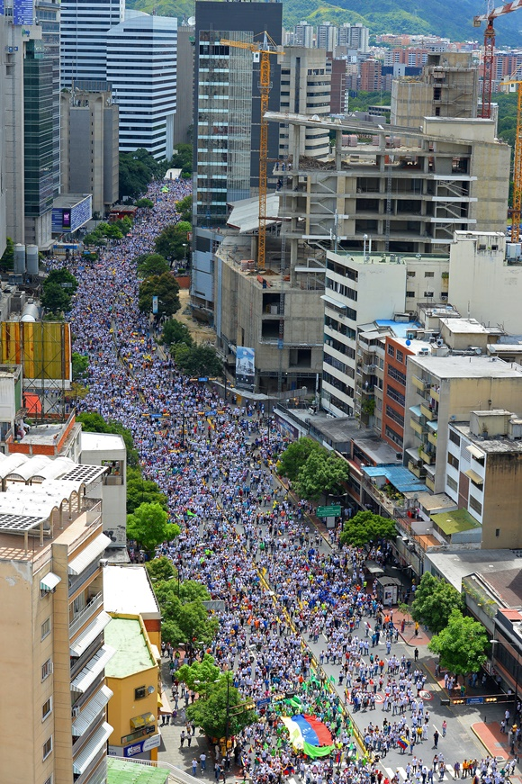 La marcha opositora fue multitudinaria.