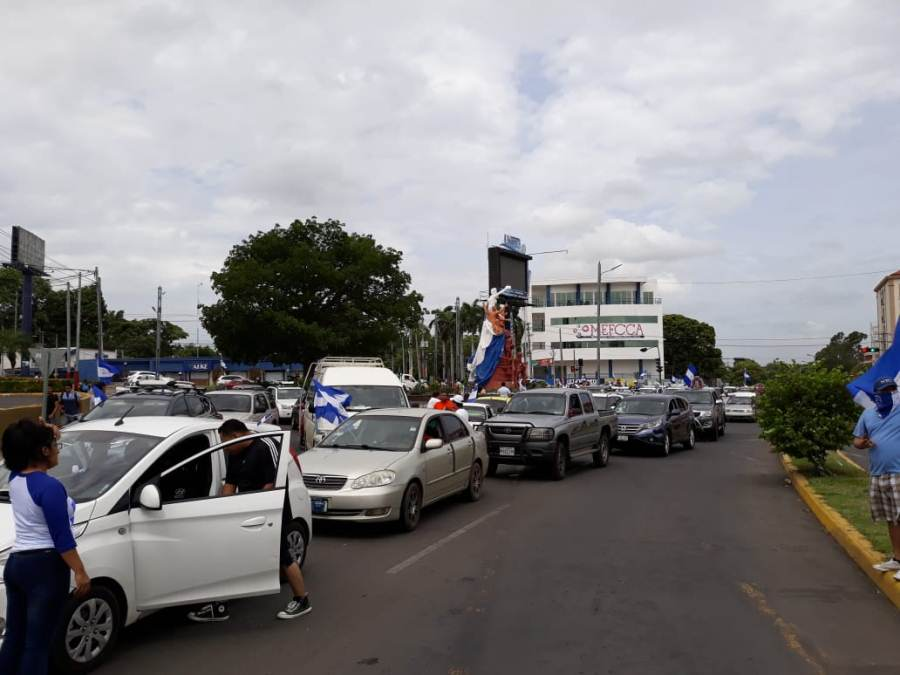 La caravana azul y blanco recorre Managua en estos momentos. Uriel Velásquez/END