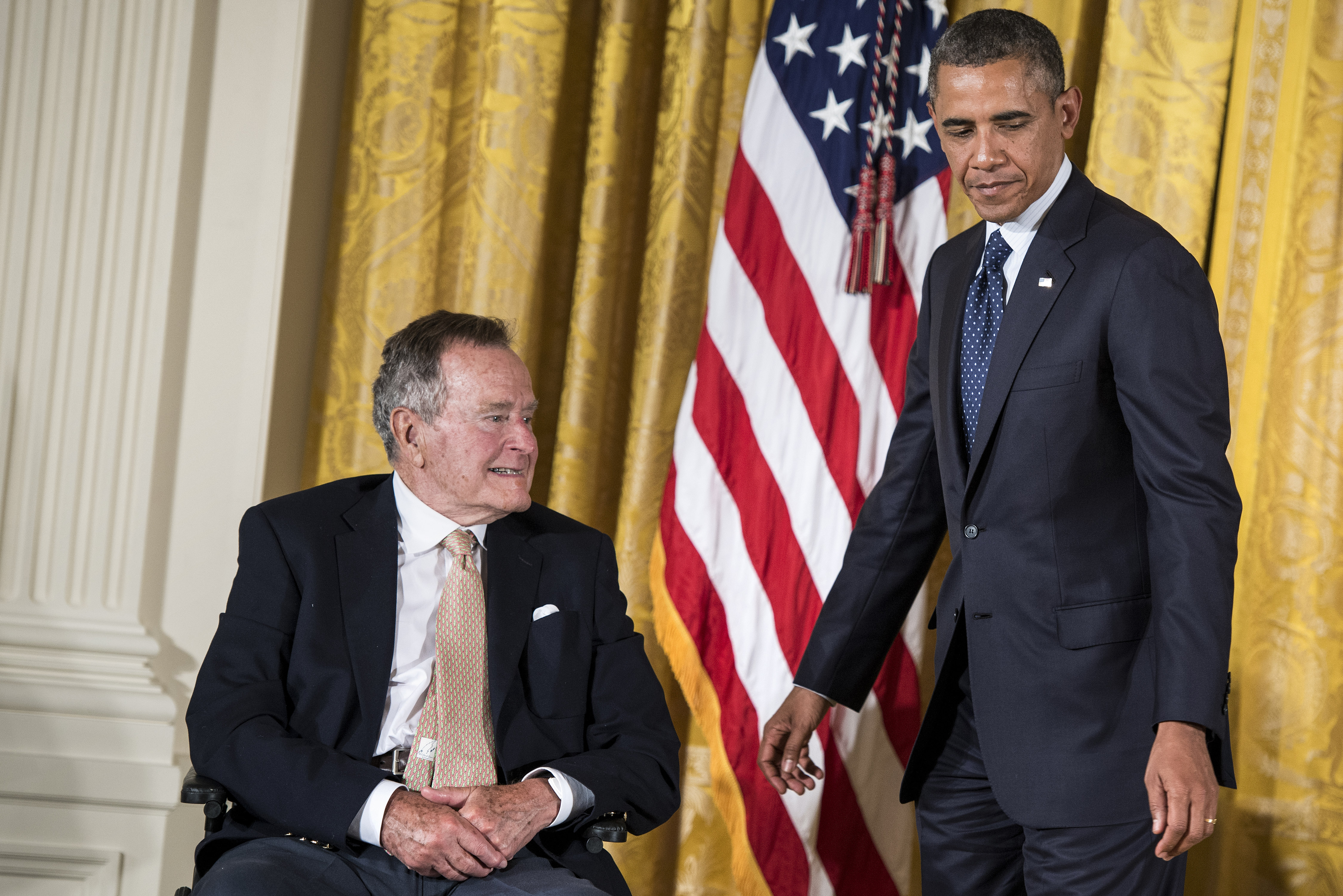 Ggeorge Bush padre junto a Barcack Obama. AFP/END