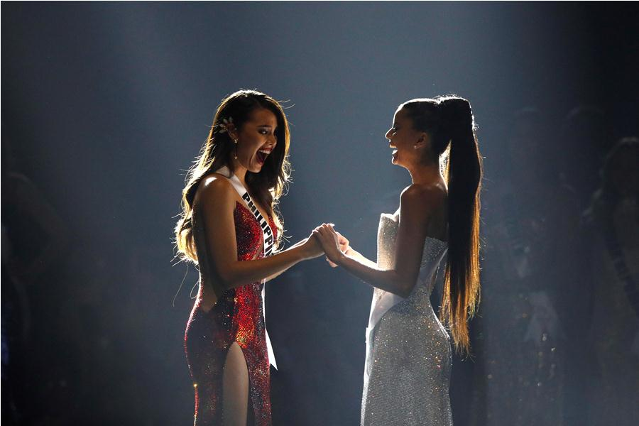 Catriona Gray (i), nueva Miss Universo. foto: EFE/END