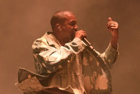 Kanye West regresa de terapia con dos álbumes