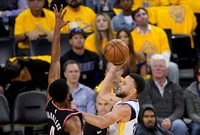Sin Durant, Curry crece