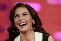 Catherine Zeta-Jones protagonizará serie para la plataforma Facebook Watch