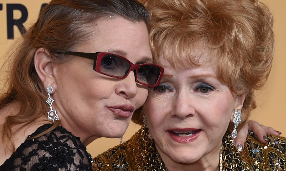 Debbie Reynolds con su hija Carrie Fisher.