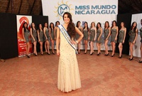 Adriana Paniagua se corona como Miss Teen International 2011