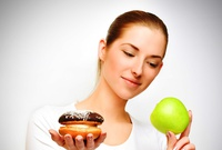 Balancee su dieta con alimentos regulares y light