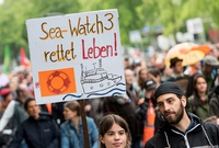 "París condecorará a las capitanas alemanas del ""Sea Watch"""