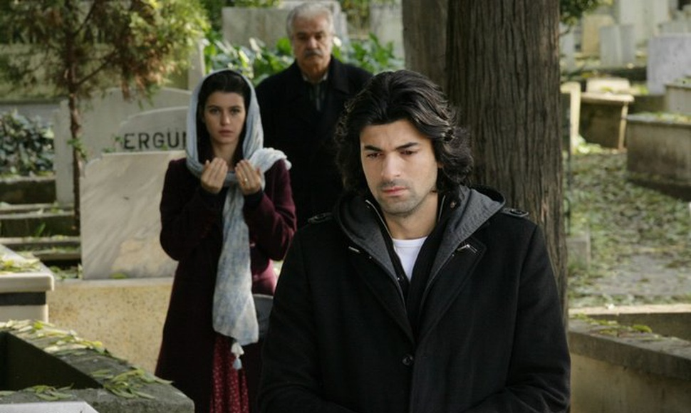 """Engin Akyurek, right, and Beren Saat star in """"Fatmagul,"""" which drew nearly a million viewers per episode in Spain. (Artesmedia)"""