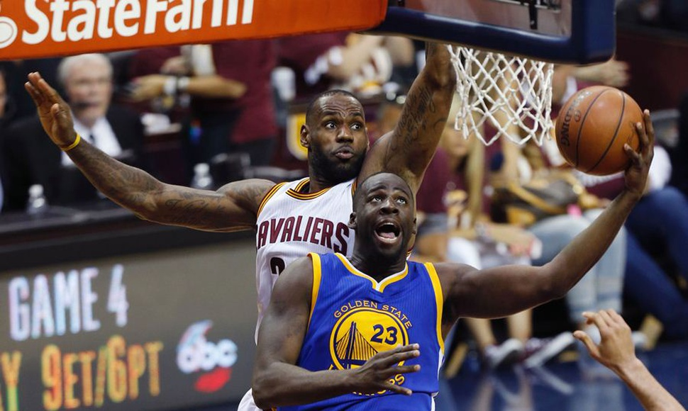 Draymond Green junto a Lebron James.