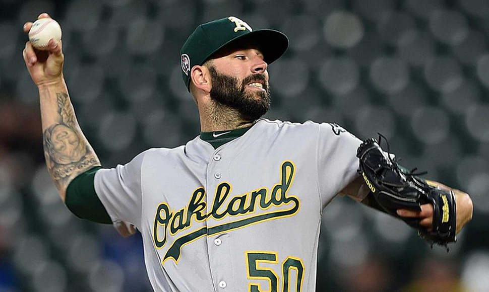 Mike Fiers continuará con Oakland.